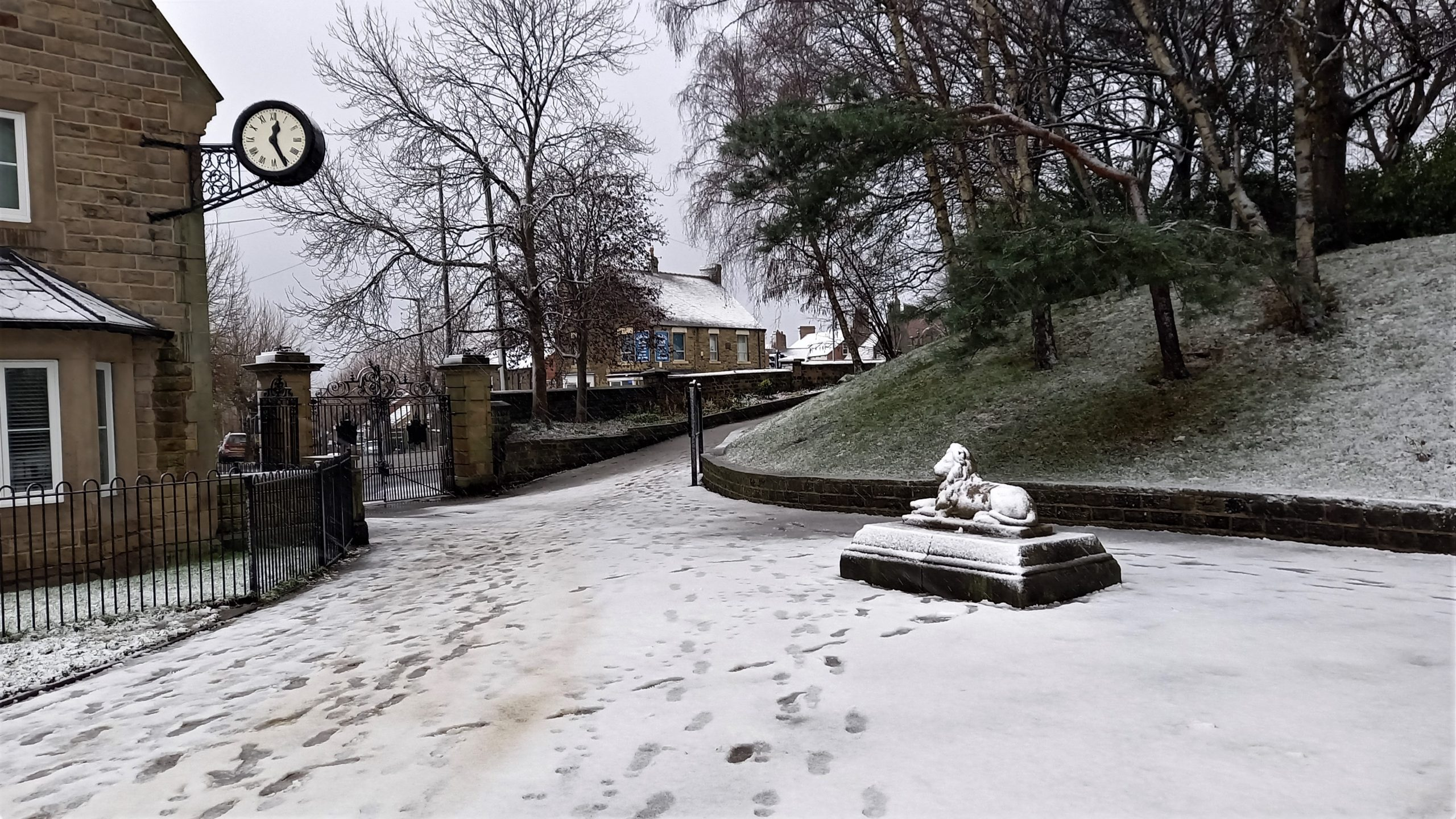 10 Lion, lodge and gate in snow