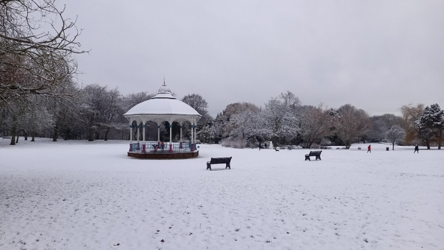 2 Bandstand in snow