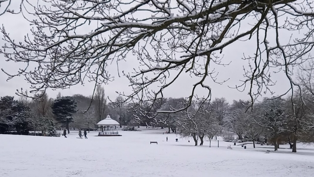 5a Bandstand in snow 2